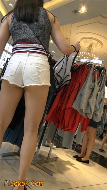 超短白热裤丰韵小少妇
