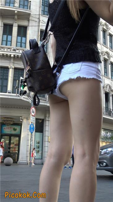 真担心妹子的短裤会掉下来~~6