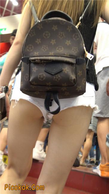 真担心妹子的短裤会掉下来~~8