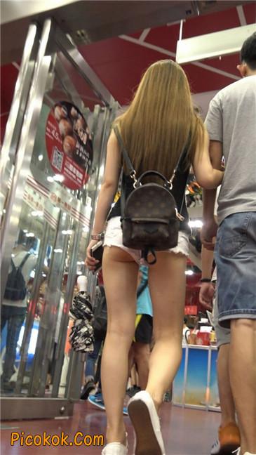 真担心妹子的短裤会掉下来~~9
