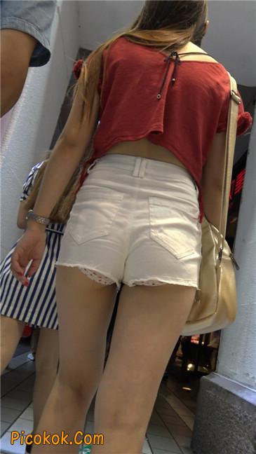 白色热裤露内宽臀长发少妇6