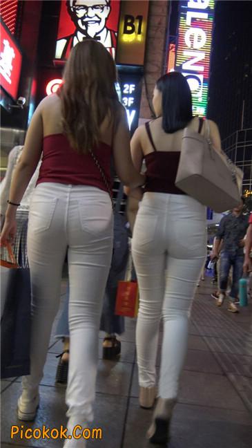超长大片!紧身白裤风骚凸点两少妇!第三季2