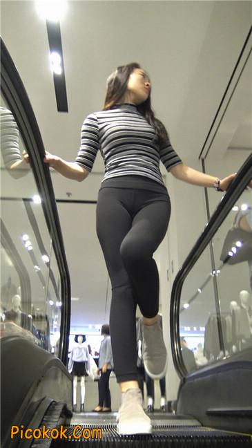 超极品轻盈紧身瑜伽裤翘臀美女试衣服