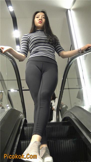 超极品轻盈紧身瑜伽裤翘臀美女试衣服2