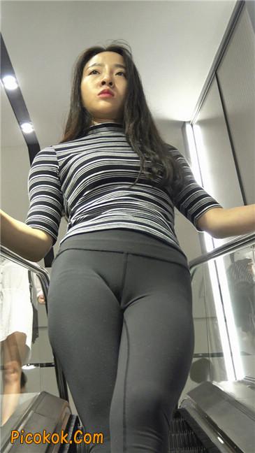 超极品轻盈紧身瑜伽裤翘臀美女试衣服3