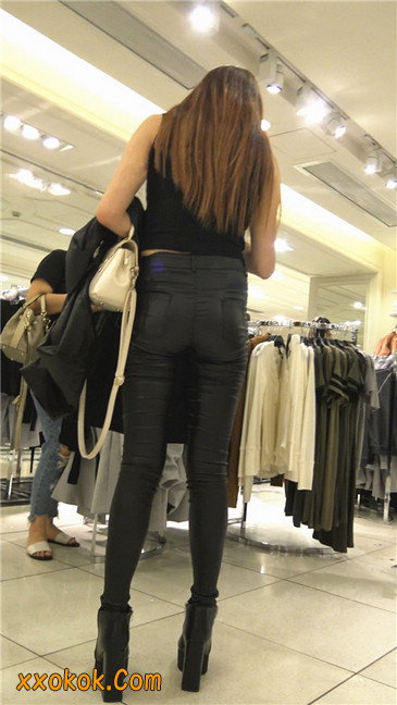 超极品黑色高跟紧身皮裤翘臀大美女第一季26