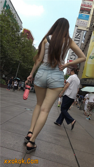 超性感浅牛热裤美女.勒得太紧了1