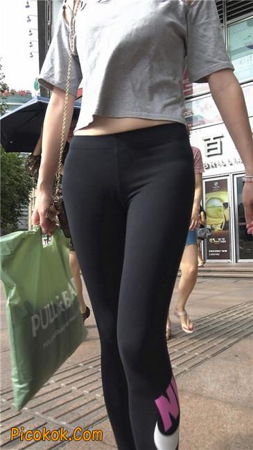黑色耐克紧身裤墨镜美女5