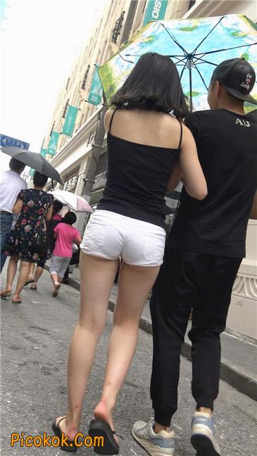 紧俏的圆润小翘臀美女8