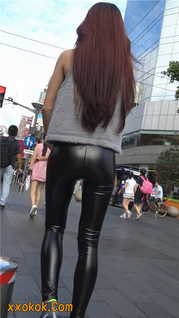 略显装逼的紧身皮裤墨镜美女3