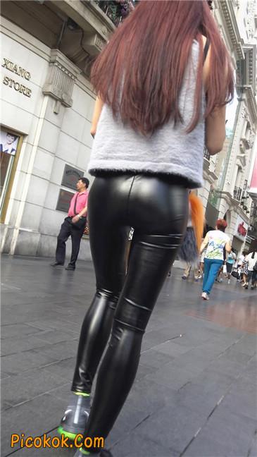 略显装逼的紧身皮裤墨镜美女5