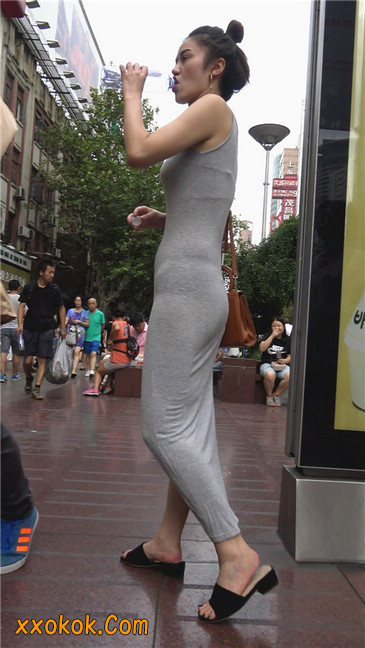 超性感开叉贴身长裙凸显玲珑曼妙身材5