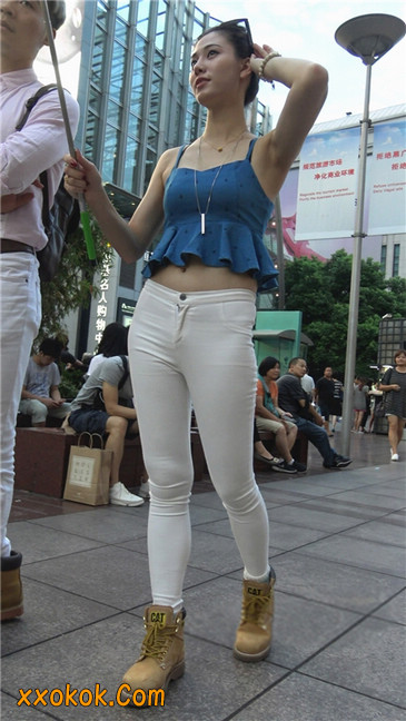 秀自拍的紧身白裤少妇3