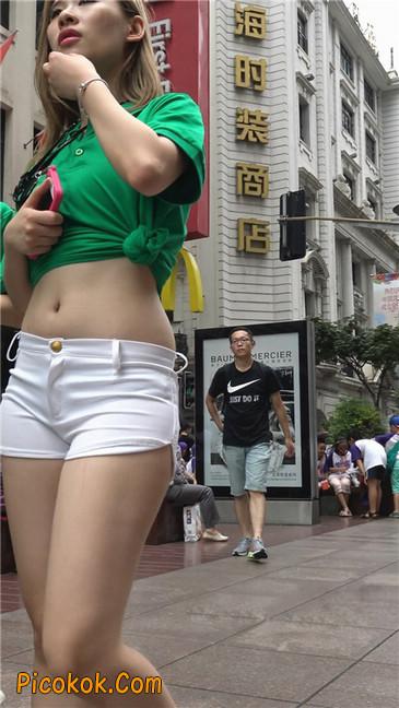 性感紧身白热裤小蛮腰露脐美女2