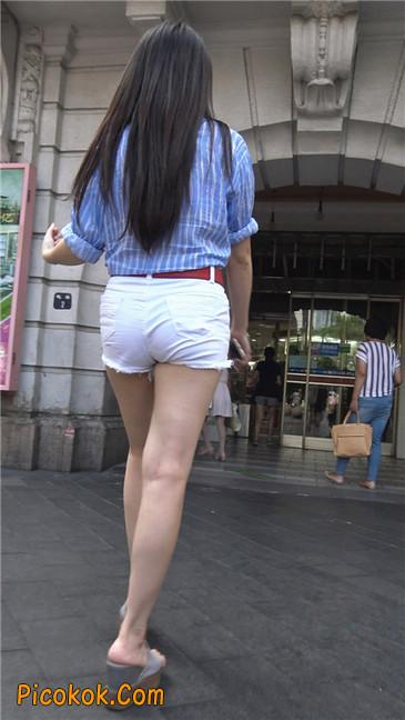 风情万种白色热裤露脐少妇6