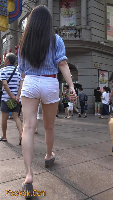 风情万种白色热裤露脐少妇8