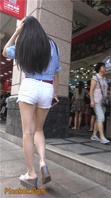风情万种白色热裤露脐少妇9