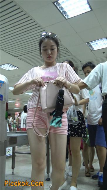 紧身粉色热裤美腿裙美少妇