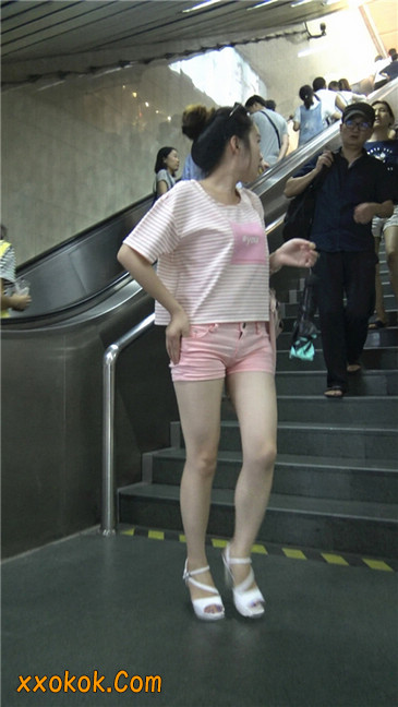 紧身粉色热裤美腿裙美少妇1