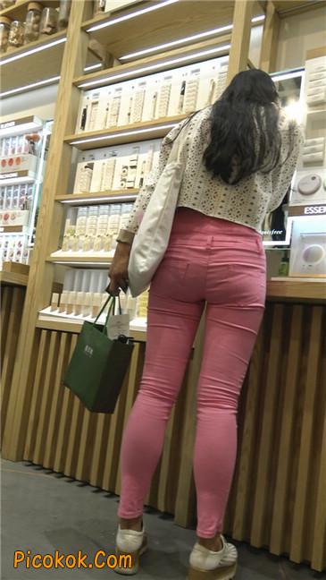 前庭饱满的紧身粉裤美女3