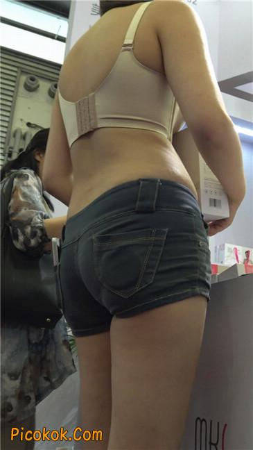 上海美博会超性感紧身短裤美女1
