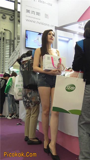 上海美博会超性感紧身短裤美女4