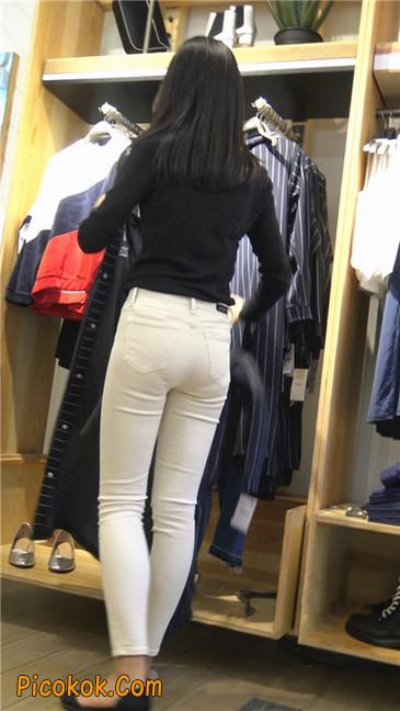 文静舒雅的紧身白裤美女