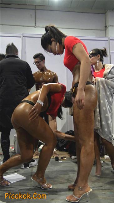 美臀比赛美女后台涂抹黑油第二季6