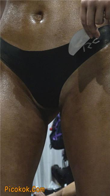 美臀比赛美女后台涂抹黑油第二季20