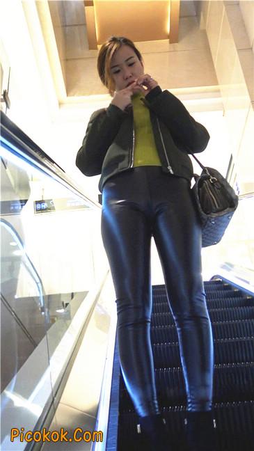 颇具韵味的皮裤少妇1