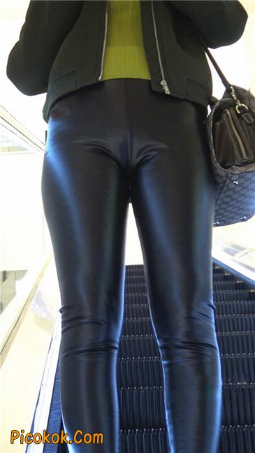颇具韵味的皮裤少妇2