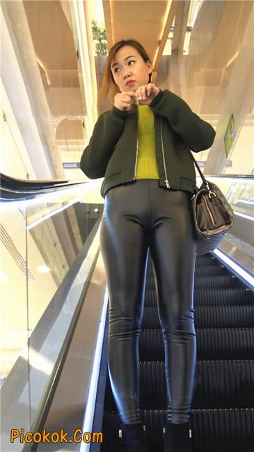 颇具韵味的皮裤少妇4
