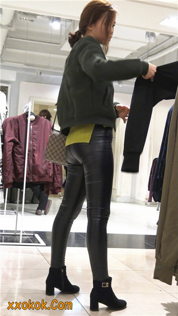 颇具韵味的皮裤少妇7