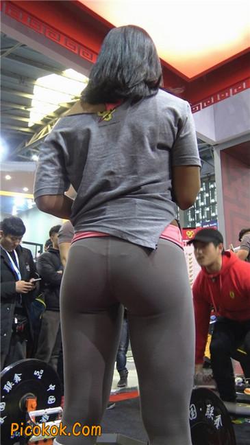 极品包臀浅灰色紧身瑜伽裤内痕美女14