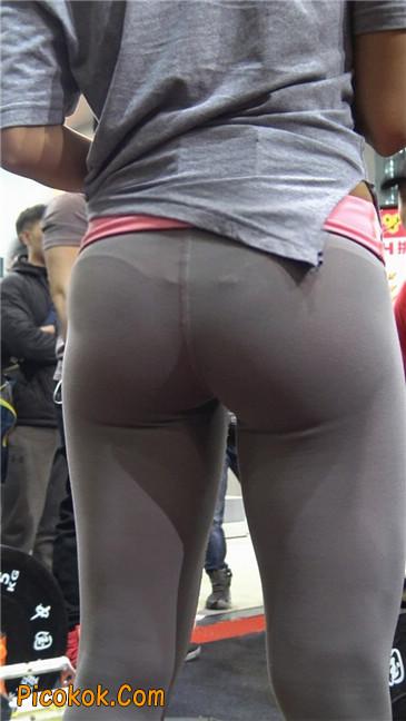 极品包臀浅灰色紧身瑜伽裤内痕美女15