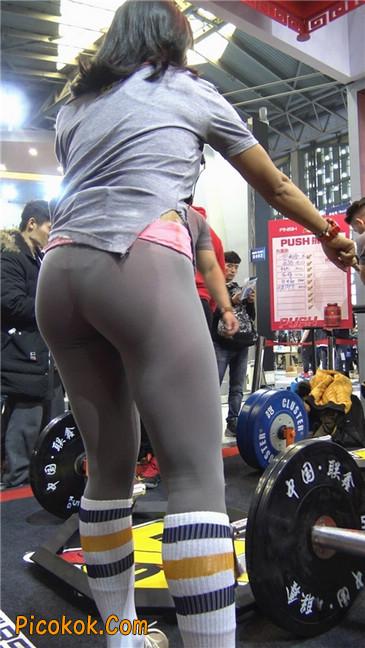 极品包臀浅灰色紧身瑜伽裤内痕美女16