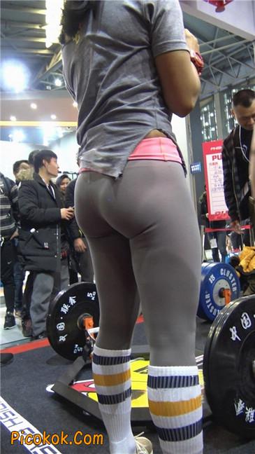 极品包臀浅灰色紧身瑜伽裤内痕美女17