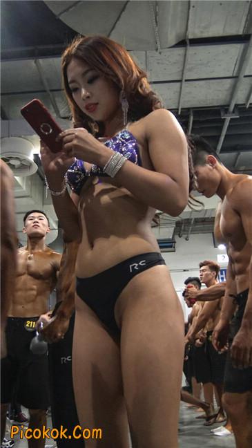 上海美臀大赛性感嘴唇纹身3