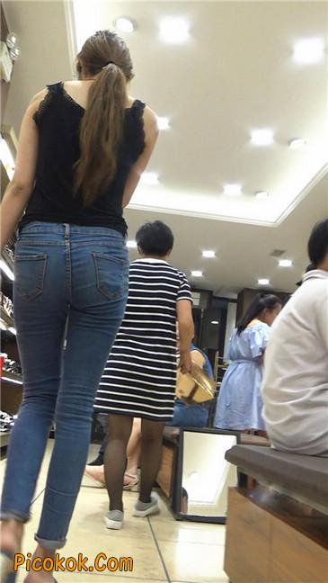 鞋店里犹豫不决的紧牛长腿青春美眉3