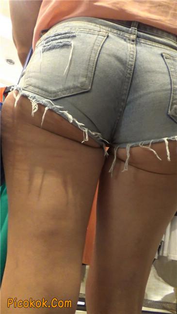 让人窒息的超短热裤丰臀熟女5