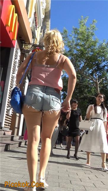 让人窒息的超短热裤丰臀熟女11