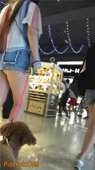牵小狗的肥臀女孩2