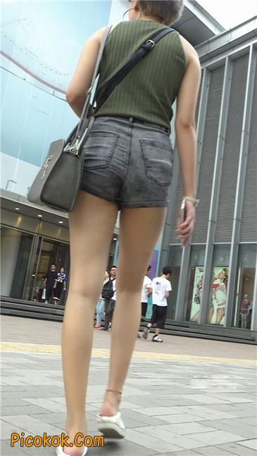 很有气质的长腿热裤美女