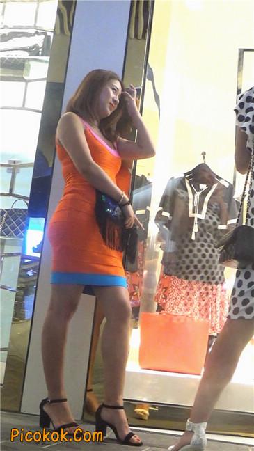 超紧橘红包臀裙性感丰臀少妇1