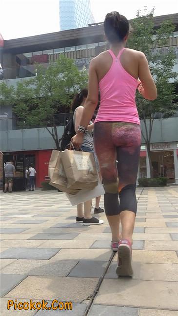 动感十足的紧身健美裤少妇