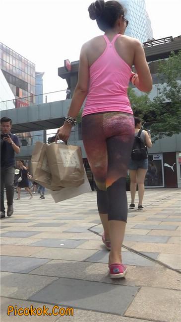 动感十足的紧身健美裤少妇1