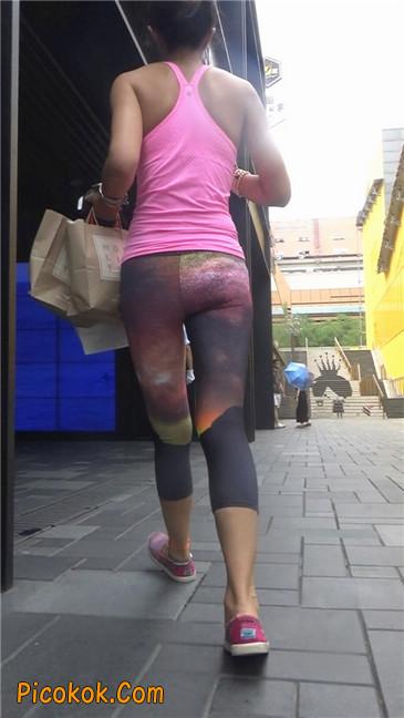 动感十足的紧身健美裤少妇2