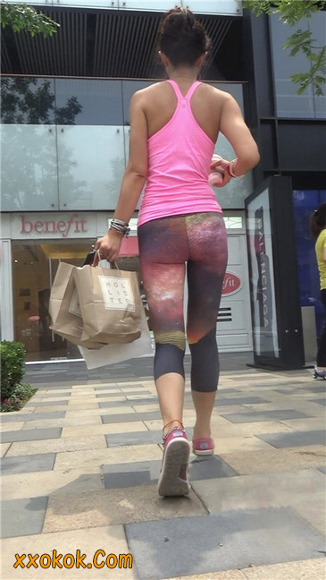 动感十足的紧身健美裤少妇3