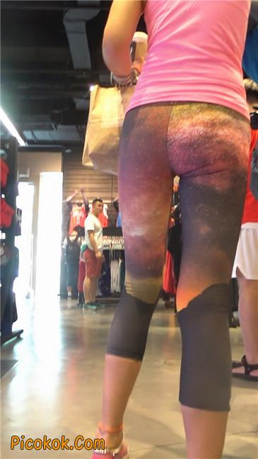 动感十足的紧身健美裤少妇5