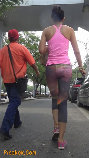 动感十足的紧身健美裤少妇10